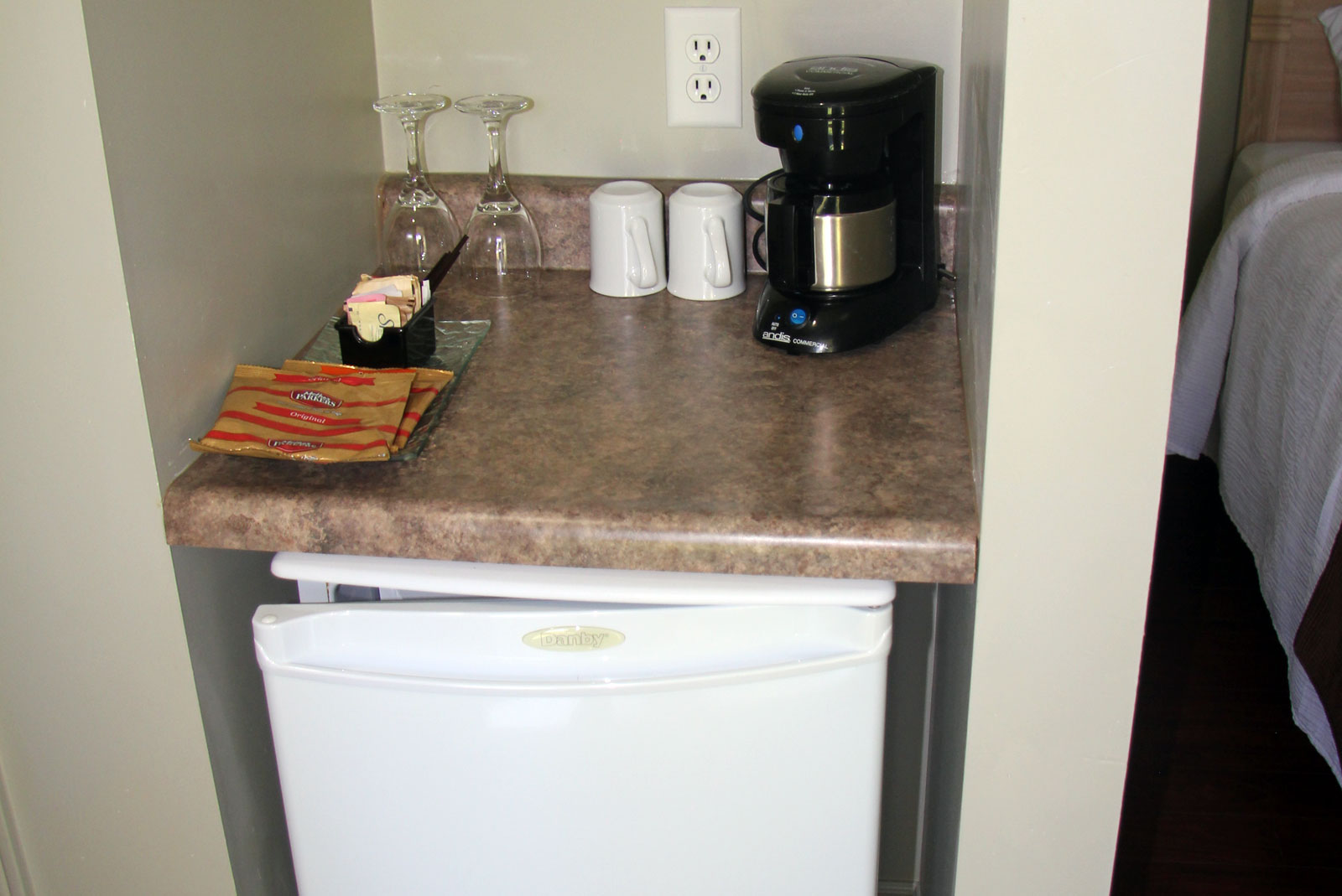 Tobermory Motel Kitchenette